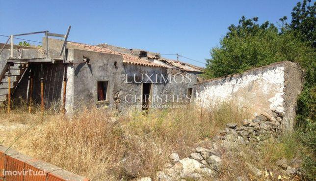 Venda de terreno com ruína em Moncarapacho, Olhão, Algarve