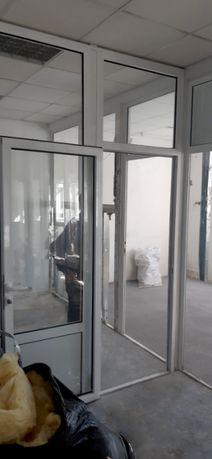 Офисная перегородка с дверью