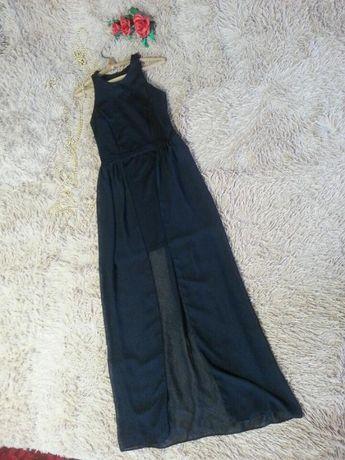 Маленькое черное платье с длинным шлейфом от atmosphere.