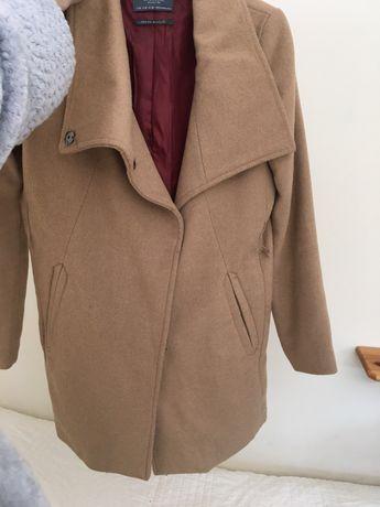 Brązowy płaszczyk BERSHKA rozmiar M