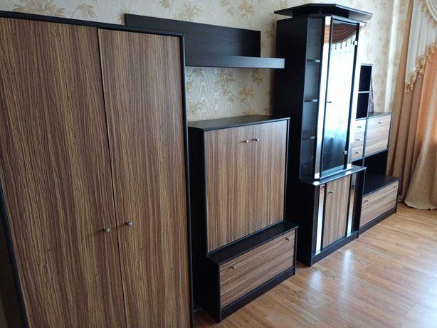 Продам мебель для гостиной .Горка в отличном состоянии