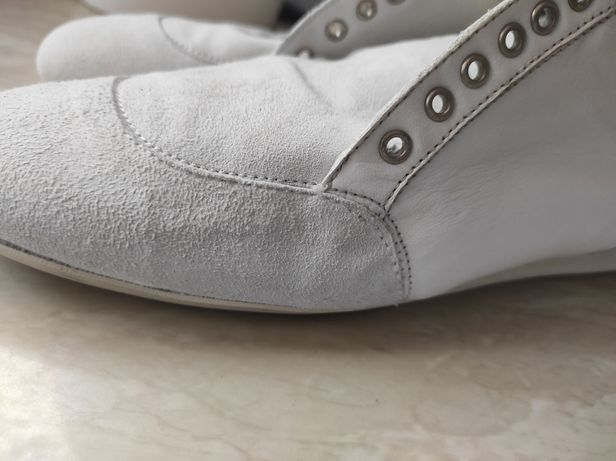 Кросовки      24 см прогалини з розміром