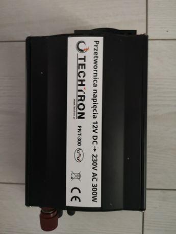 Przetwornica samochodowa firmy TECHTRON 12VDC 230VAC 300W USB
