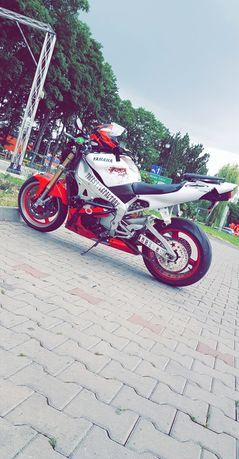 Yamaha R1 stunt (1000cm)