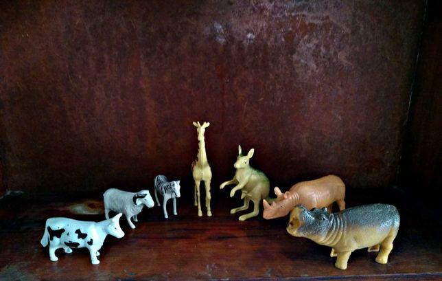 Игрушки. Интересный набор животных Африки.