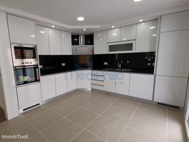 Apartamento T3 com arrecadação e BOX para 2 carros na Ramada