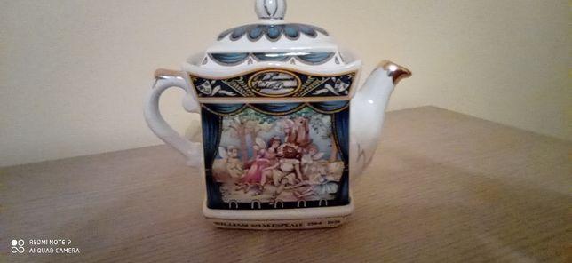 Porcelanowy czajnik sygnowany - 50 zł