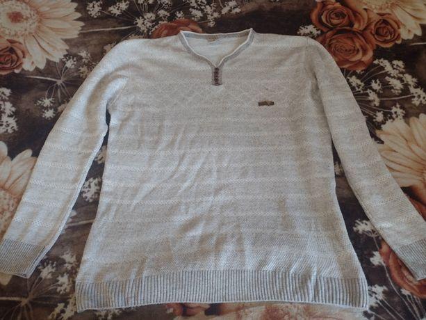 Мужской свитер в хорошем состоянии