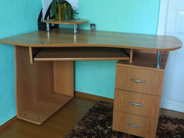 Стол угловой офисный / письменный