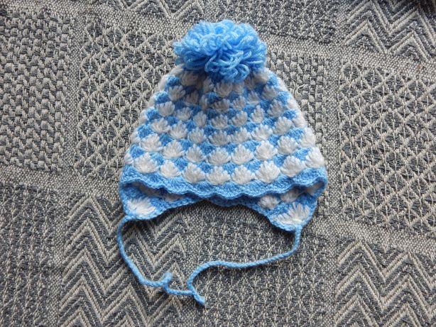 Biało niebieska czapka z pomponem 2 lata ręcznie robiona