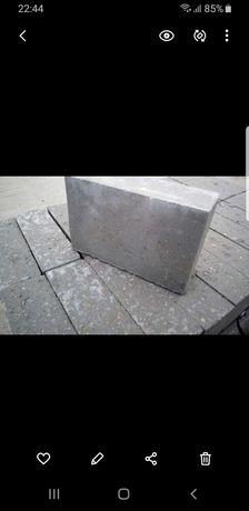 Sprzedam bloczki betonowe fundamentowe B20