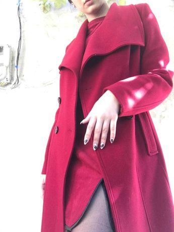 Пальто на осень красного цвета