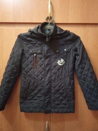 Срочно недорого продам демисезонную куртку для мальчика 8-9 лет