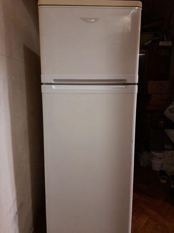 Холодильник  Zanussi  Занусси с верхней морозильной камерой
