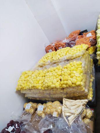 Ziemniaki GALA i warzywa obrane, pakowane próżniowo.