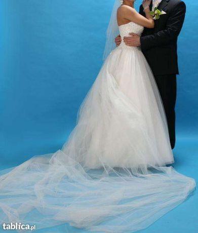 Wyjątkowa suknia ślubna księżniczka z trenem i dodatkami