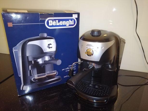 Ekspres ciśnieniowy do kawy Delonghi EC220.CD