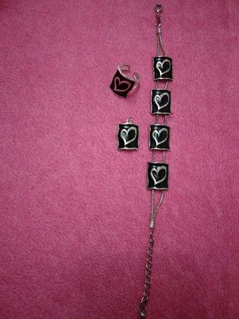 Komplet biżuterii: bransoletka+wisiorek+pierścionek regulowany.
