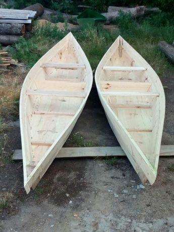 Деревянная рыбальская лодка. Рибальський човен.
