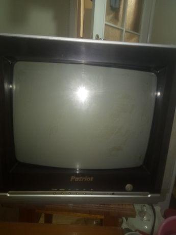 Телевизор    маленький + крепление