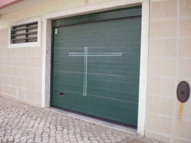 Garagem com 34 m2 - Cerrado - Monte de Caparica