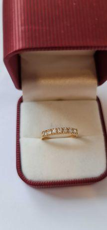 Złoty pierścionek z diamentami 750