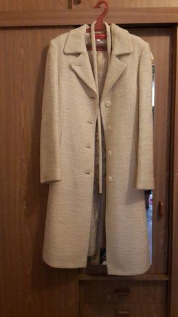 Белое пальто р. 36