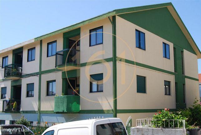 Apartamento T3 com garagem fechada, no Bairro do Cedro, Vila Nova d...