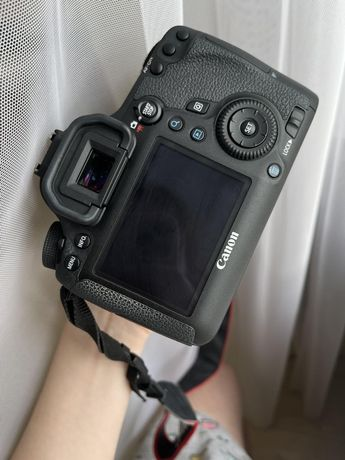 Фотоапарат Canon EOS 6D + Об'єктив 50mm 1.8 (STM)