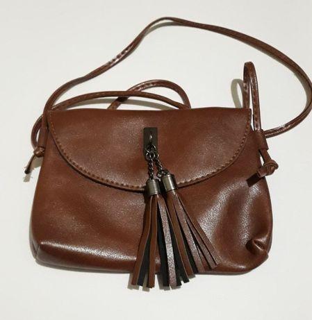 Женская сумочка-клатч через плечо коричневая на длинном ремешке