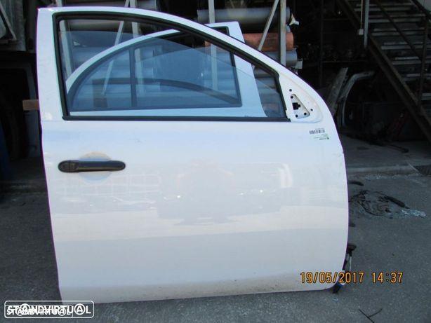 Porta Frente Direita Nissan Micra do ano 2010