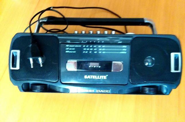 Магнитофон & радио Satellite рабочий. В упаковке