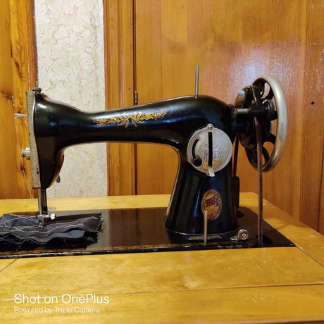 Продам швейную машину.