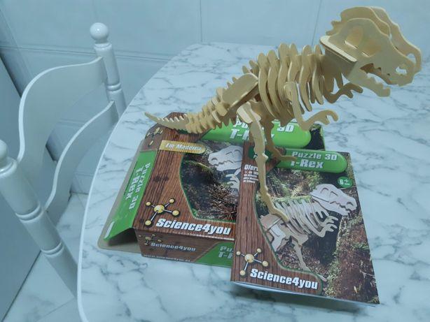 Puzzle 3D, em madeira, do TRex, como novo
