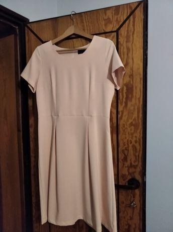 Sukienka rozmiar44 prosta a zarazem elegancka