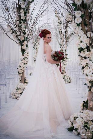 продаю свадебное платье(торг уместен)
