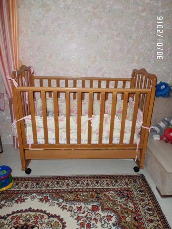 Продам детскую деревянную кроватку с ящиком для белья