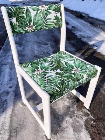 Śliczne wygodne odnowione 4 krzesła