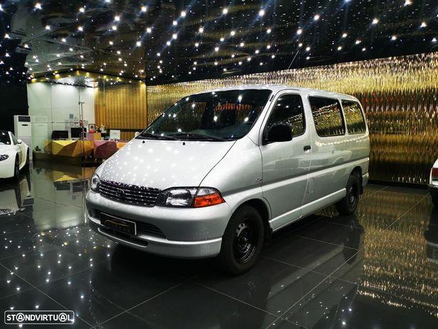 Toyota HiAce 2.5 D4D 8 Lugares