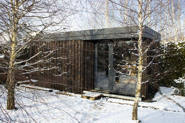 Mobilna sauna ogrodowa z łazienką i miejscem do odpoczynku