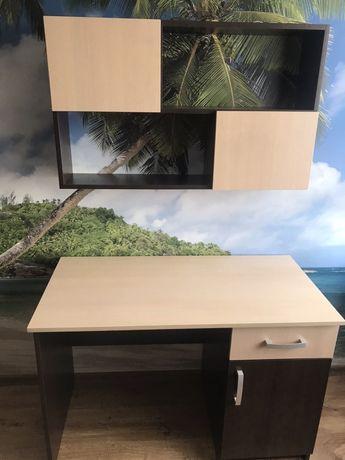 Biurko z półką wiszącą