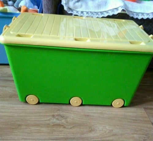 Шарики и кубике в ящике ящик для игрушек