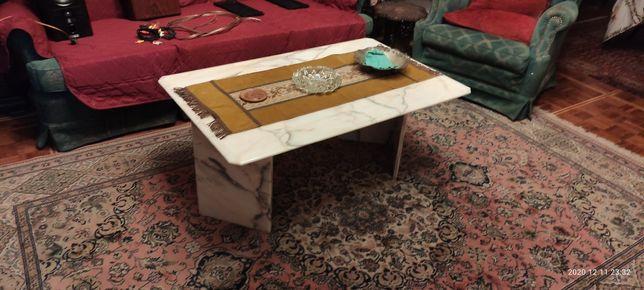 Mesa centro em marmore. Altura 0.47.  Com 1.10 largura 0.70