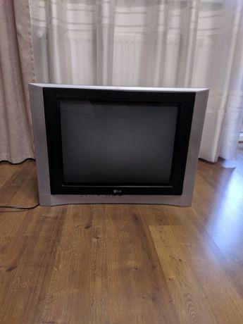Телевизор LG в хорошем состоянии