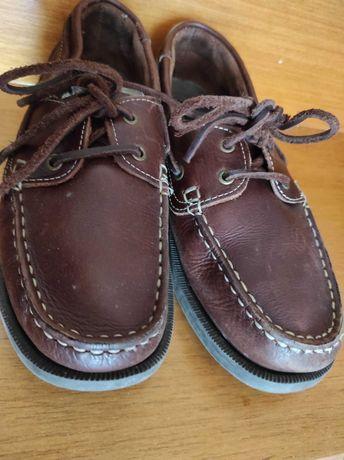 Sapatos castanhos em pele 37
