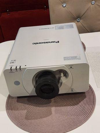 Projektor panasonic dz570e