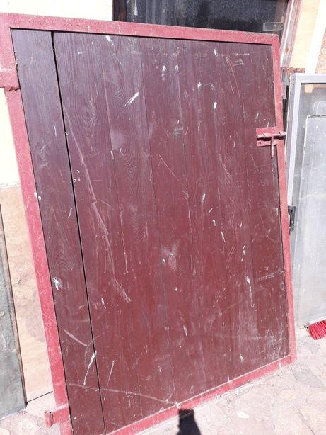 Drzwi do boksu dla konia .