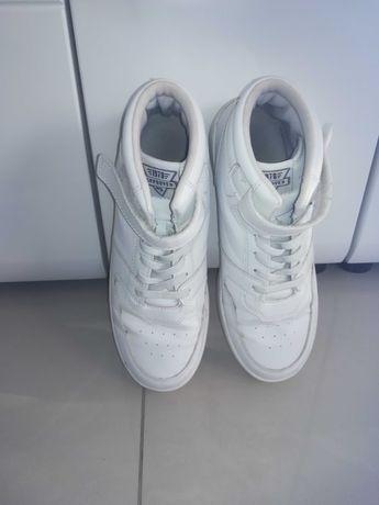 Białe buty męskie chłopięce