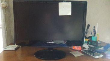 Vendo monitores para peças ou reparação