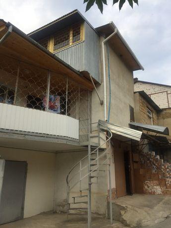 Продажа здания з гаражом и двумя уровнями надстройки